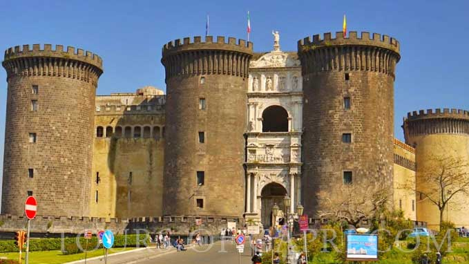 Visit the Anjou Castle, the Church of Jesus, Piazzetta Nilo and other famous sites included in the tour