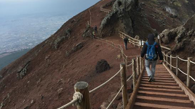 Mount Vesuvius, the sensation to be at the top the world