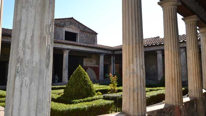 Ruins will come to life when the guide will explain the sites in Pompeii using modern technologies
