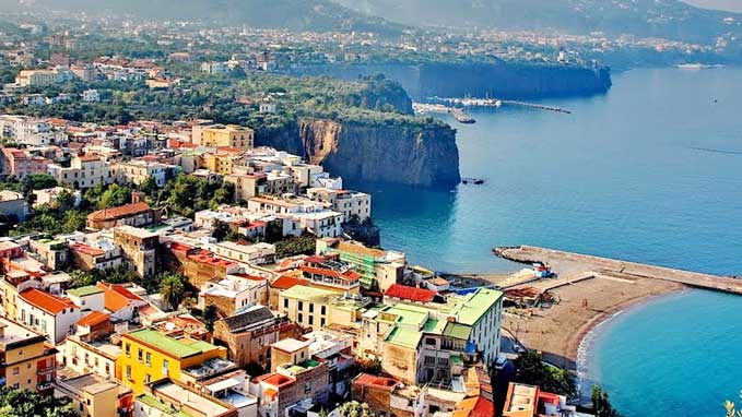 Eat, drink and sightsee in Sorrento led by a lcoal guide