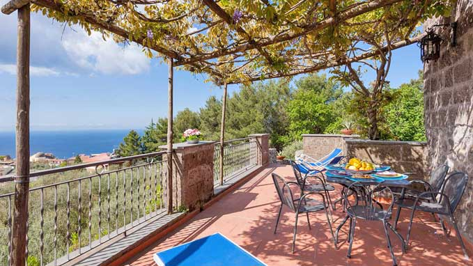 Beautiful locations to taste local specialties and drink Sorrento's famous spirits like Limoncello