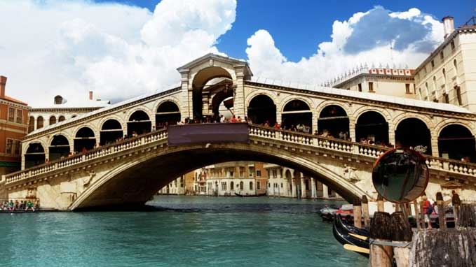 Our guide will take you to Rialto bridge and market, Campo San Giovanni & Paolo, Campo San Giacometto and other charming areas of Venice